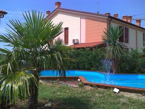 Casaglia Pool Nearer